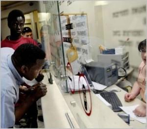 Racisme : Un hôpital de Tel-Aviv refuse l'entrée aux africains pour des raisons sanitaires dans Contrôle population et Armes noir-300x264