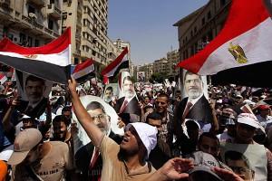 Égypte : Les Frères musulmans accusent Israël, les pays du Golf et l'Iran d'être à l'origine du putsch militaire dans Contrôle population et Armes egypte-300x200